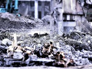 建て替えに伴う旧病院の解体工事