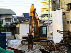 施設の解体は街の斜陽を表す