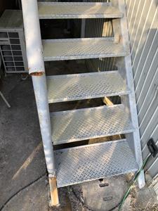 鉄製階段解体前1