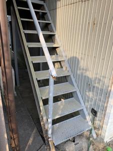 鉄製階段解体前3