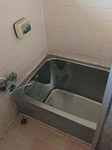 内装解体前の室内の様子 風呂場