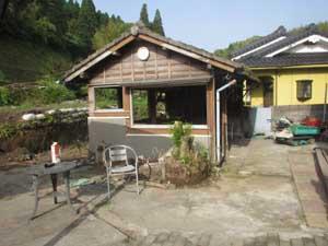 木造小屋解体工事:解体前2